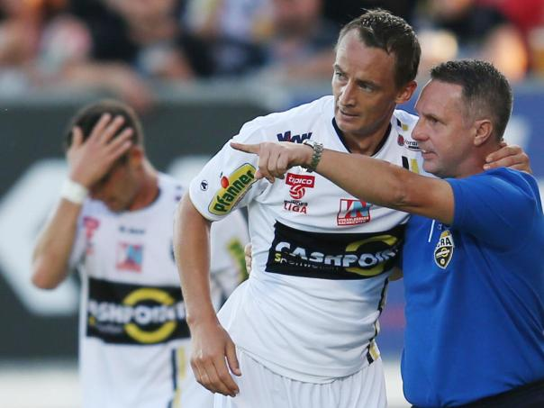 ALTACH,AUSTRIA,09.AUG.14 - SOCCER - tipico Bundesliga, SCR Altach vs WAC Wolfsberg. Image shows Hannes Aigner and head coach Damir Canadi (Altach). Photo: GEPA pictures/ Andreas Pranter